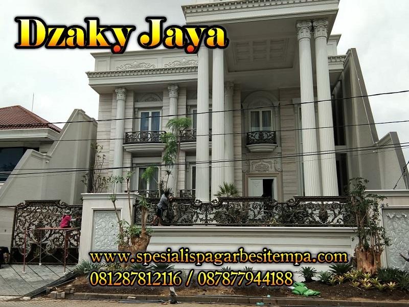 pagar rumah mewah klasik dengan pagar besi tempa